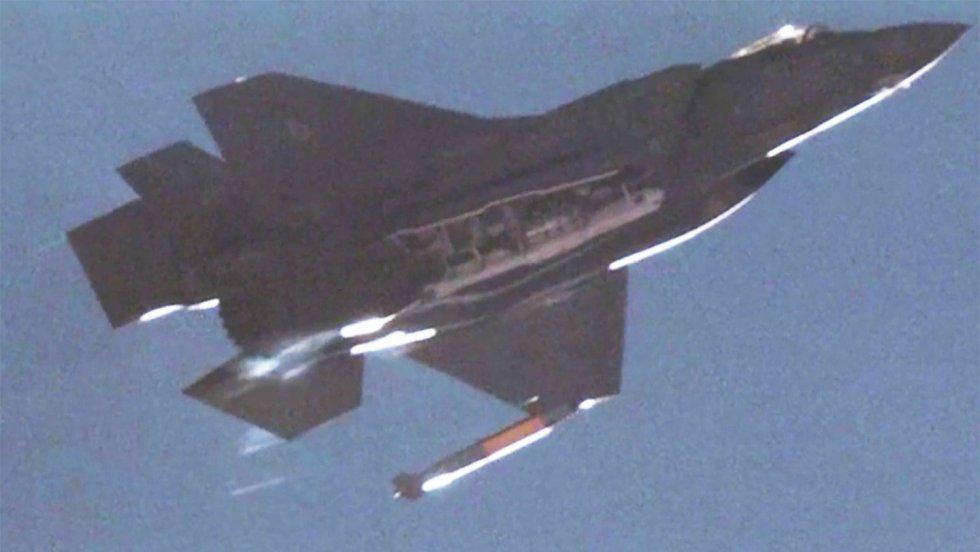 f-35-bomb-top.jpg
