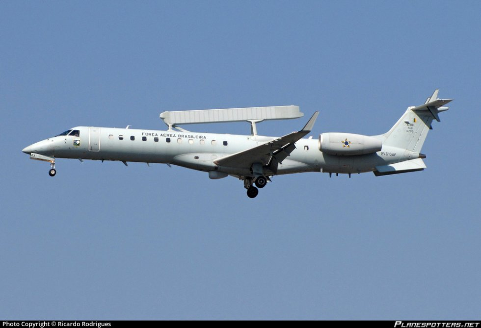 fab6703-fora-area-brasileira-brazilian-air-force-embraer-e-99-emb-145sa_PlanespottersNet_26768...jpg