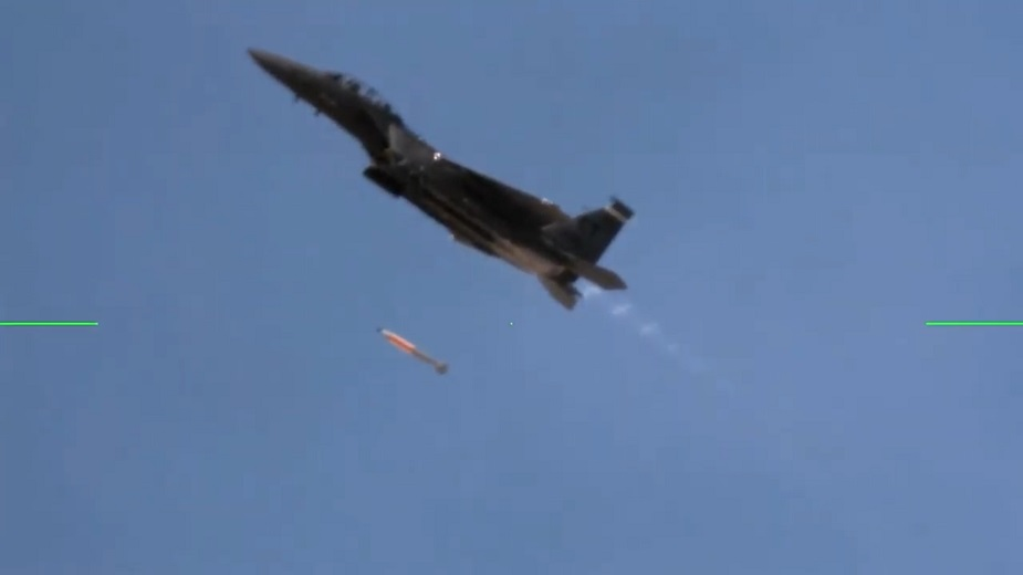 Flight_test_confirms_B61-12_nuclear_bomb_compatible_with_F-15E_fighter_jet-01.jpg