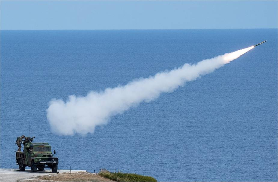 French_army_fires_its_first_MBDA_Mistral_3_surface-to-air_missiles_925_001.jpg