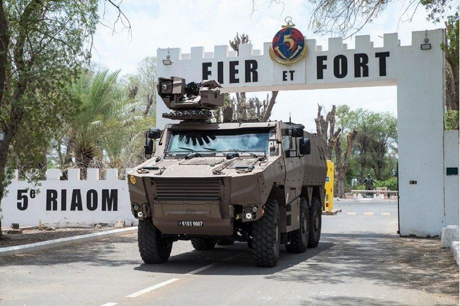 French_army_testing_Griffon_multirole_armored_vehicles_in_Djibouti_3.jpg