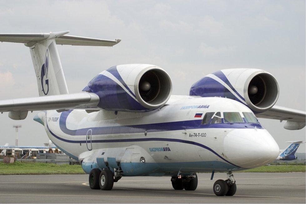 Gazpromavia_Antonov_An-74-T-100.jpg
