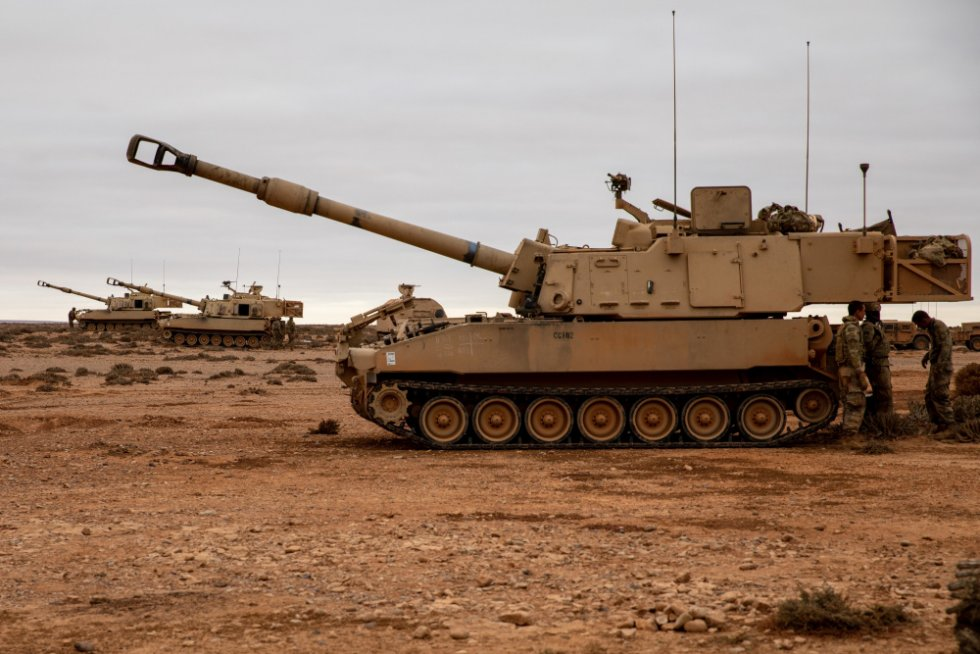 georgia-army-national-guard-m109a6-paladin-howitzers-completes-multinational-night-live-fire-1.jpg