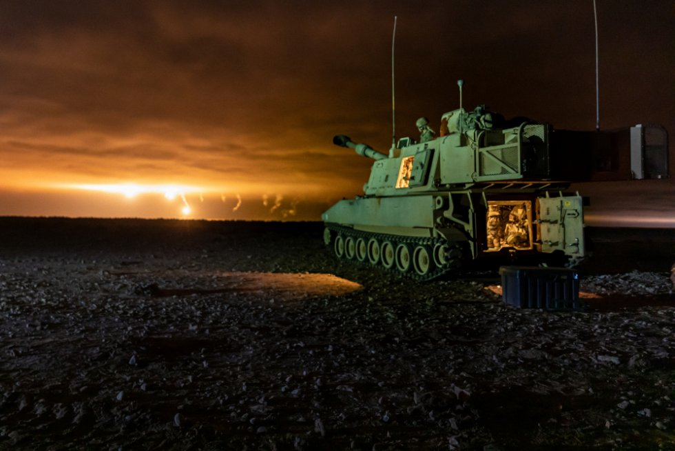 georgia-army-national-guard-m109a6-paladin-howitzers-completes-multinational-night-live-fire.jpg