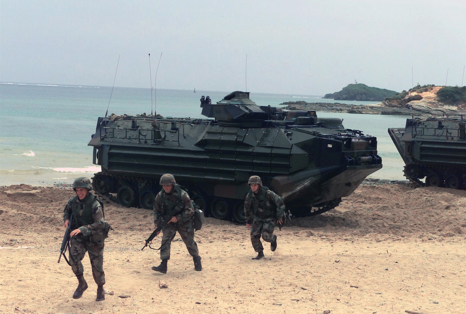 in-a-simulated-attack-assault-amphibian-vehicle-personnel-aavp7a1-storm-splash-8591df-1600.jpg