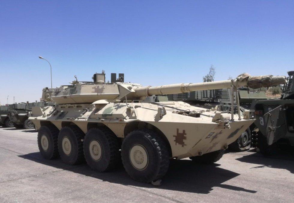 italian-centauro-tank-destroyer-desert-tan.jpg