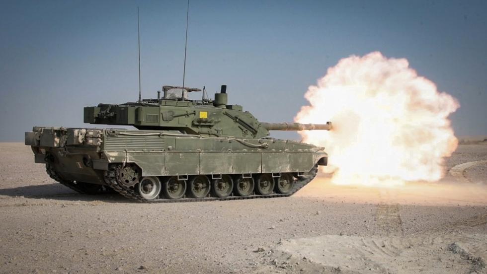 Italian_Army_-_4th_Tank_Regiment_-_Ariete_tank_firing.png