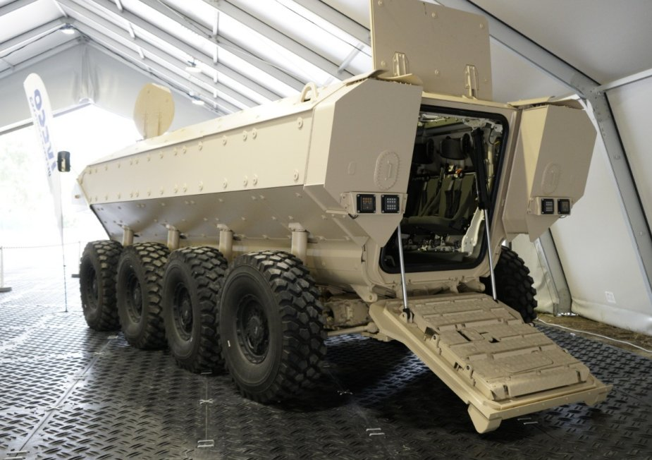 IVECO_unveils_SuperAV_Land_armored_vehicle_to_Qatar_army_2.jpg