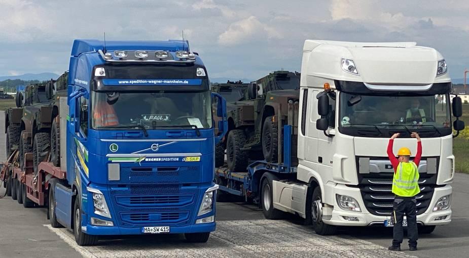 JLTVs_arrive_at_APS-2_US_depot_in_Mannheim_2.jpg