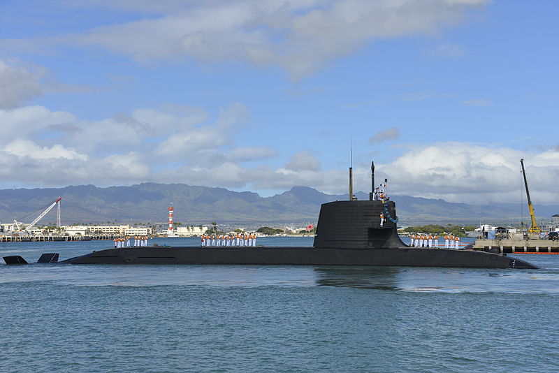 JS_Hakuryu_(SS-503)_arrives_at_Joint_Base_Pearl_Harbor-Hickam_for_a_scheduled_port_visit,_-6_F...jpg