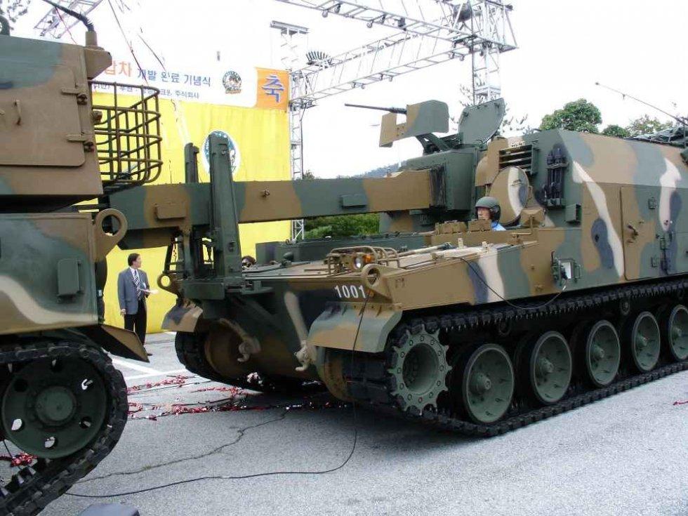 K10_loader_ammunition_K9_self-propelled_howitzer_South_Korea_South_Korean_Army_003.jpg