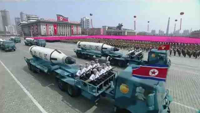 KN-11_SLBM_North_Korea_parade_1.jpg