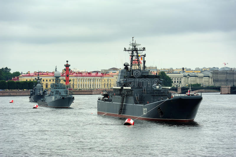 large-landing-craft-minsk-anti-submarine-corvette-urengoi-saint-petersburg-russia-july-missile...jpg