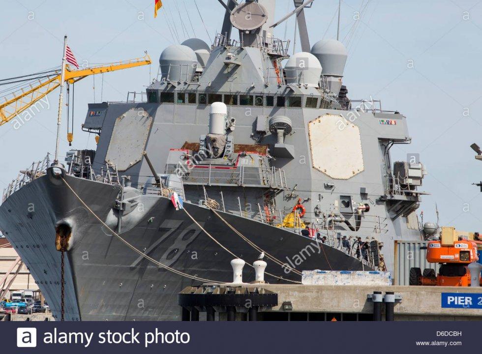 luss-porter-ddg-78-un-destroyer-classe-arleigh-burke-a-naval-station-norfolk-d6dcbh.jpg