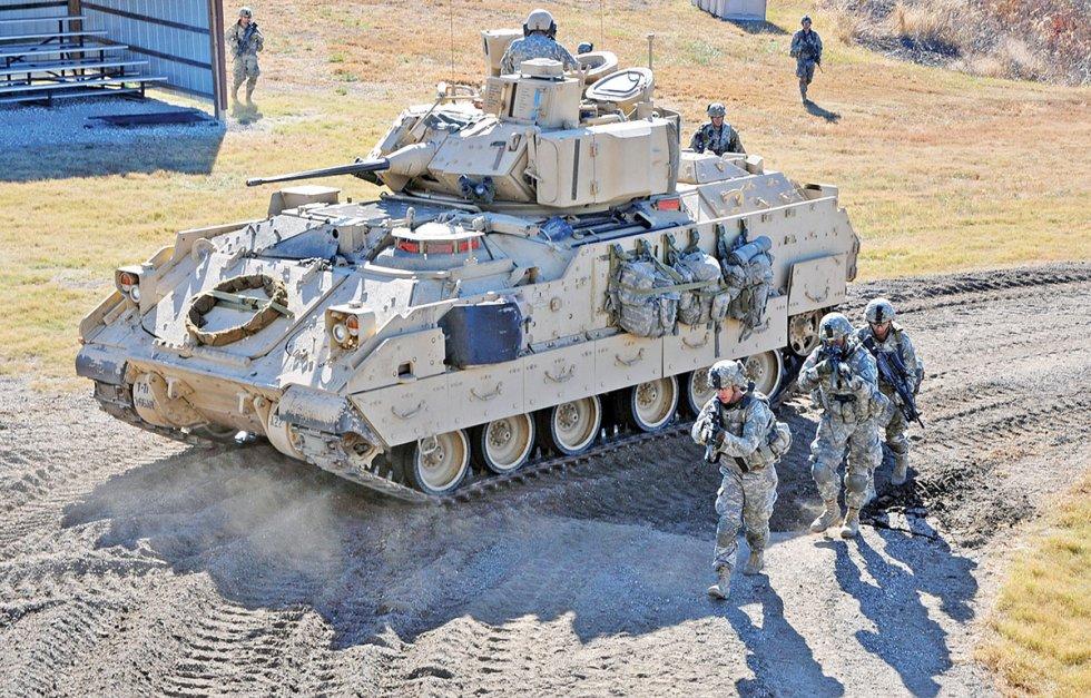 M2-Bradley-training-151028-A-DH120-080.jpg