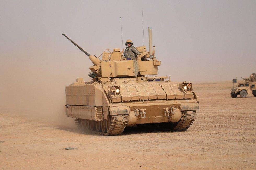 m2-m3-bradley-fighting-vehicle-01.jpg