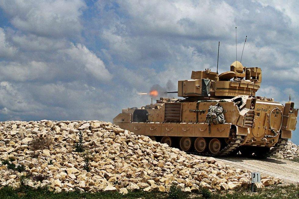 m2-m3-bradley-fighting-vehicle-02.jpg
