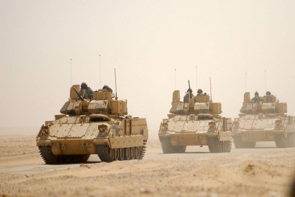 m2-m3-bradley-fighting-vehicle-03.jpg