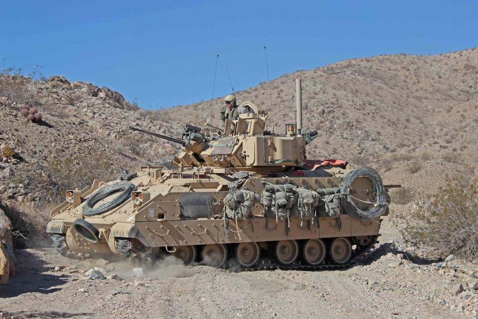 m2-m3-bradley-fighting-vehicle-04.jpg