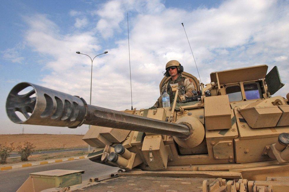 m2-m3-bradley-fighting-vehicle-06.jpg