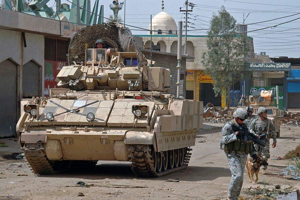 m2-m3-bradley-fighting-vehicle-08.jpg