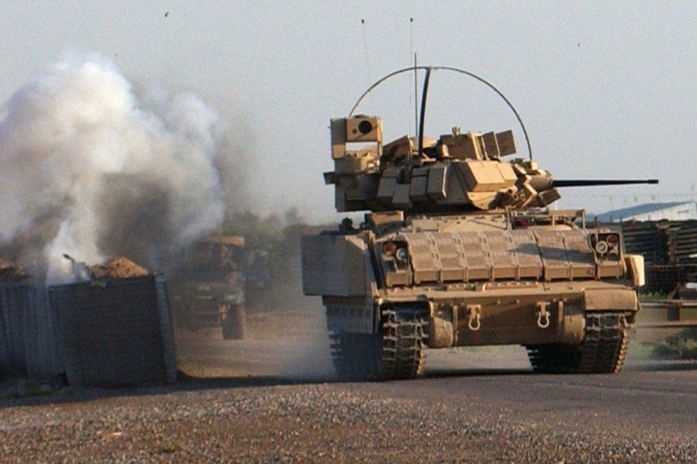 m2-m3-bradley-fighting-vehicle-10.jpg