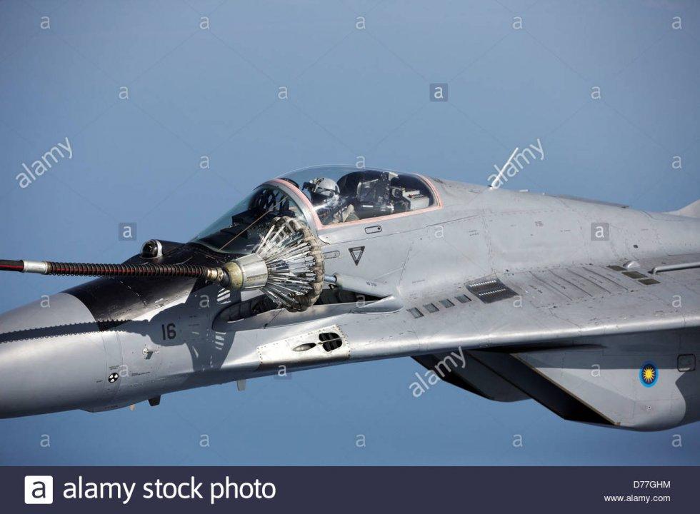 mig-29-refueling-in-flight-detail-cockpit-D77GHM.jpg
