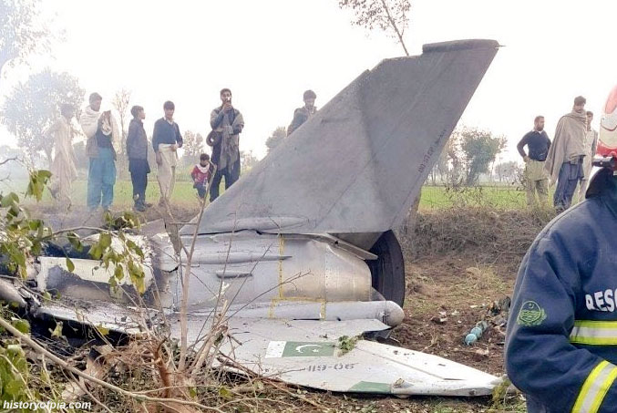 pakistan-air-force-ft-7-aircraft-crashes-near-mainwali-killing-both-pilots.jpg
