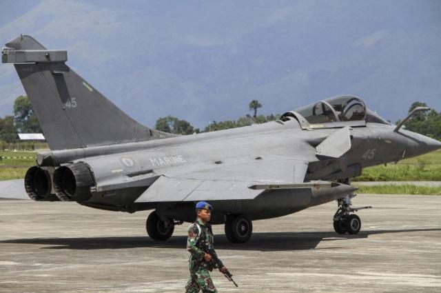 palubnyi-istrebitel-dassault-rafale-m-bortovoi-nomer-45-aviacii-vms-francii-na-indonez-8w3us4x...jpg