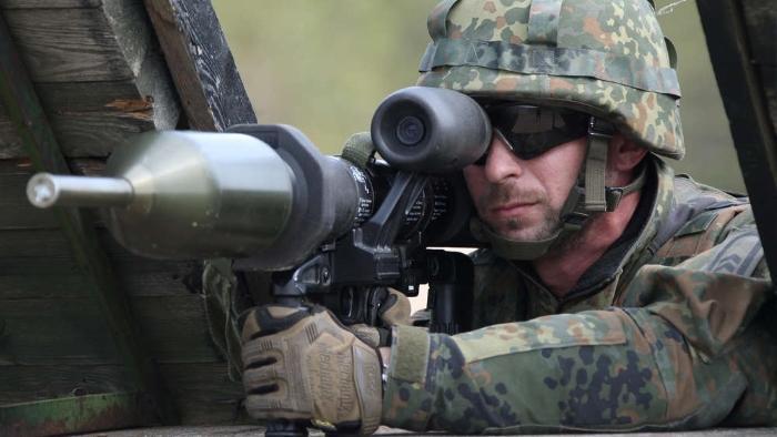 Panzerfaust-3-aim.jpg