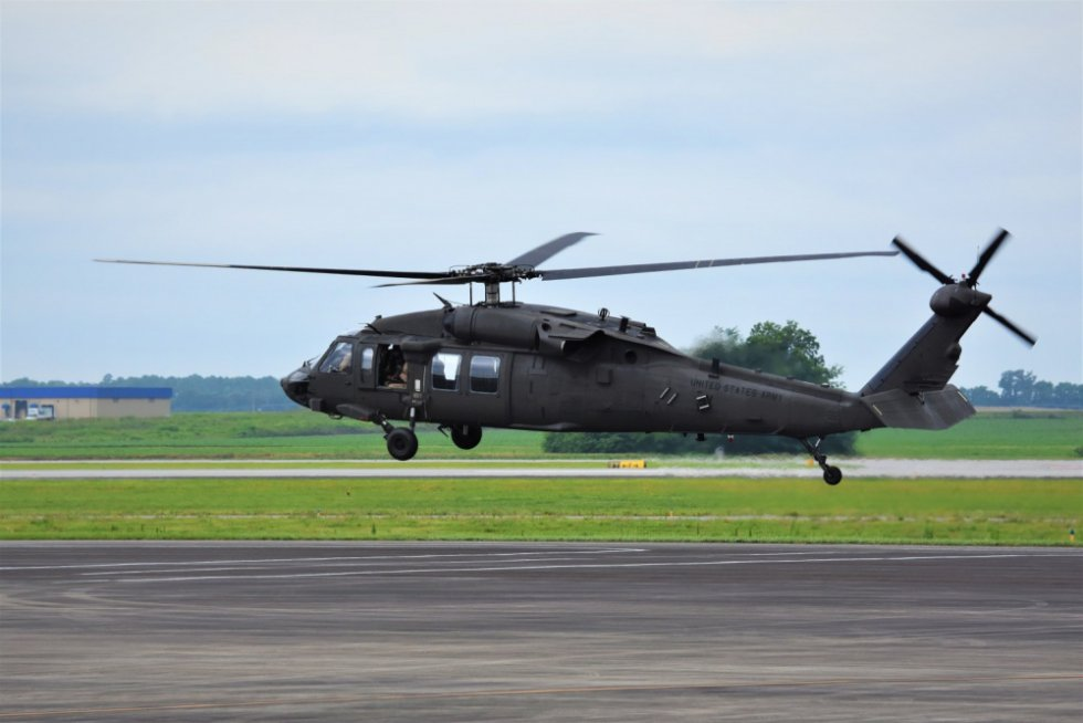 peo-aviation-hosts-army-guard-aviation-officers-ahead-of-first-uh-60v-helicopter-delivery.jpg