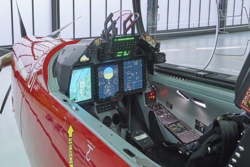 Pilatus-PC-21-cockpit-1-990x660.jpg