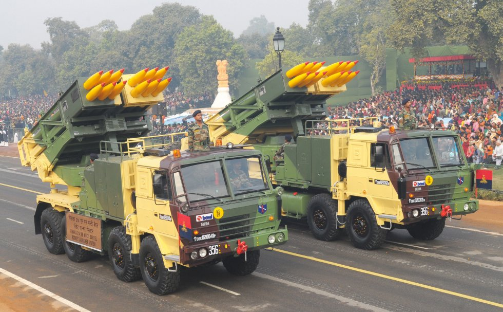 Pinaka_MBRL_at_rehearsal_of_Republic_Day_Parade_2011.jpg