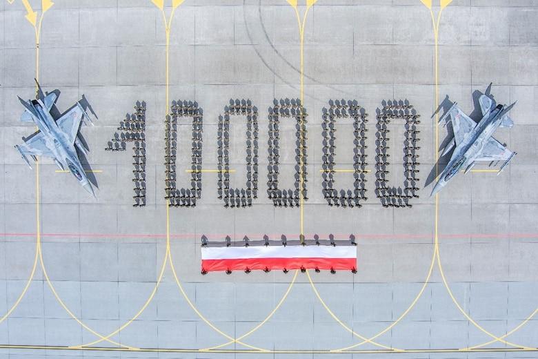 polish-air-force-f-16-fighters-fleet-crosses-100-000-flight-hours-milestone.jpg