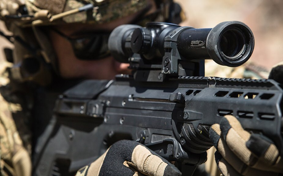 Raytheon_ELCAN_unveils_new_reflex_rifle_sight_for_land_forces.jpg