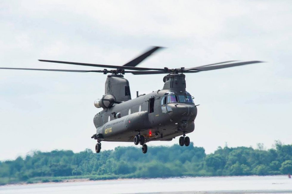 republic-of-singapore-air-force-boeing-ch-47f-heavy-lift-helicopter.jpg