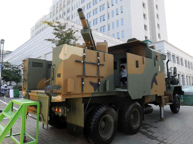RoK_five-ton_truck_mounted_105mm_howitzer.jpg