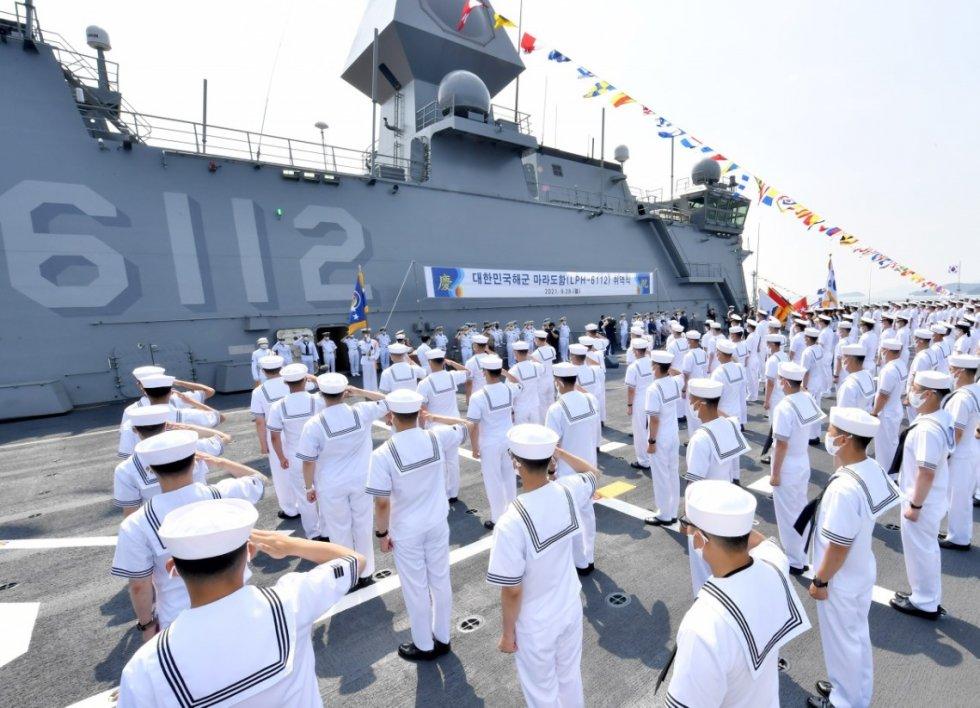 roks-marado-amphibious-assault-ship-1.jpg