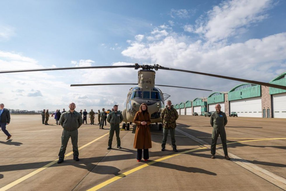 royal-netherlands-air-force-received-its-first-boeing-ch-47f-chinook-heavy-lift-helicopter-2.jpg