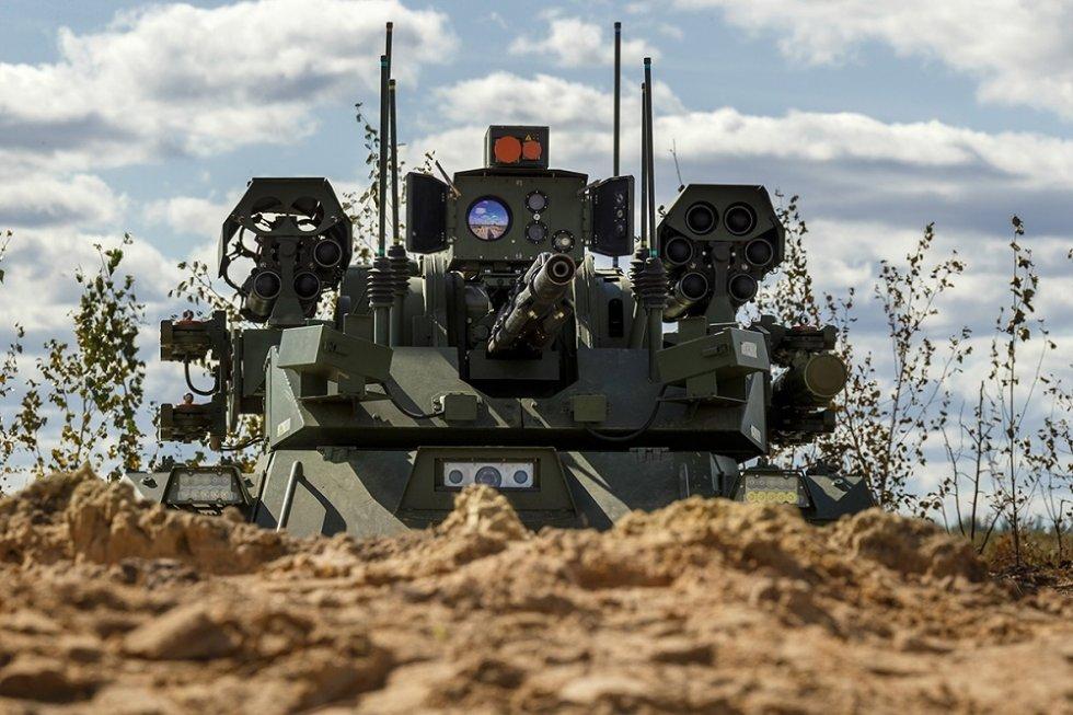 russia-demonstrates-uran-9-and-nerekhta-unmanned-ground-vehicles-at-zapad-2021-drills-2.jpg