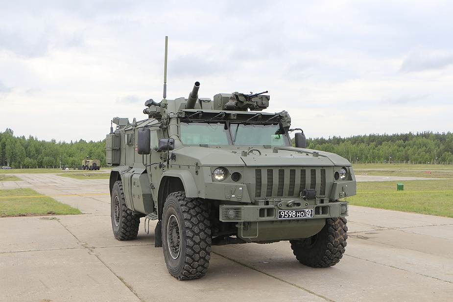 Russian_army_to_receive_new_artillery_systems_including_2S43_Malva_and_Flox_120mm_mortar_925_002.jpg