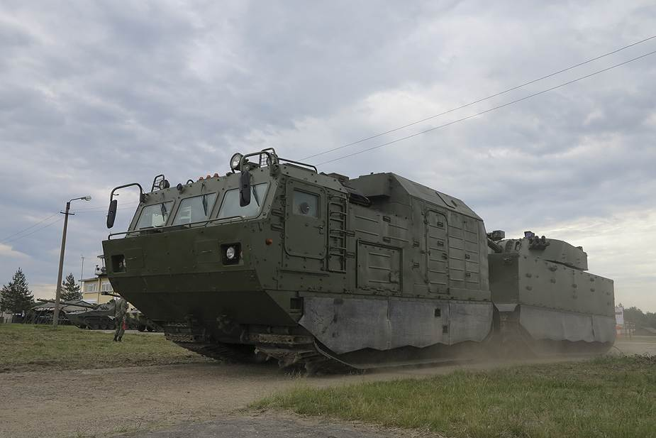 Russian_army_to_receive_new_artillery_systems_including_2S43_Malva_and_Flox_120mm_mortar_925_004.jpg