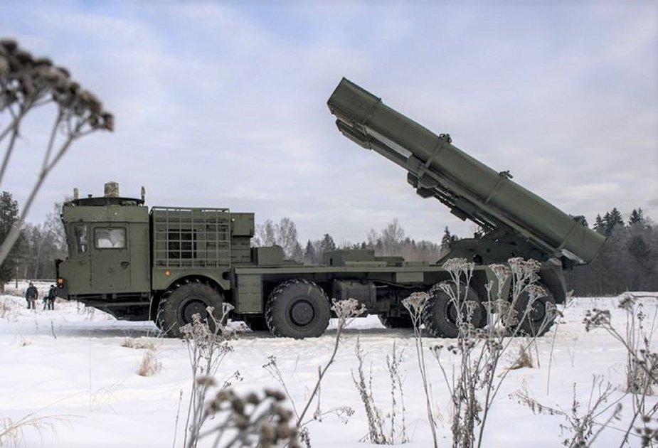 Russian_Tornado-S_MLRS_fires_new_missile.jpg