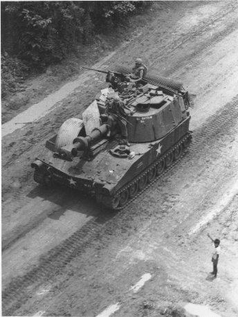 Self-propelled-howitzer-vietnam.jpg