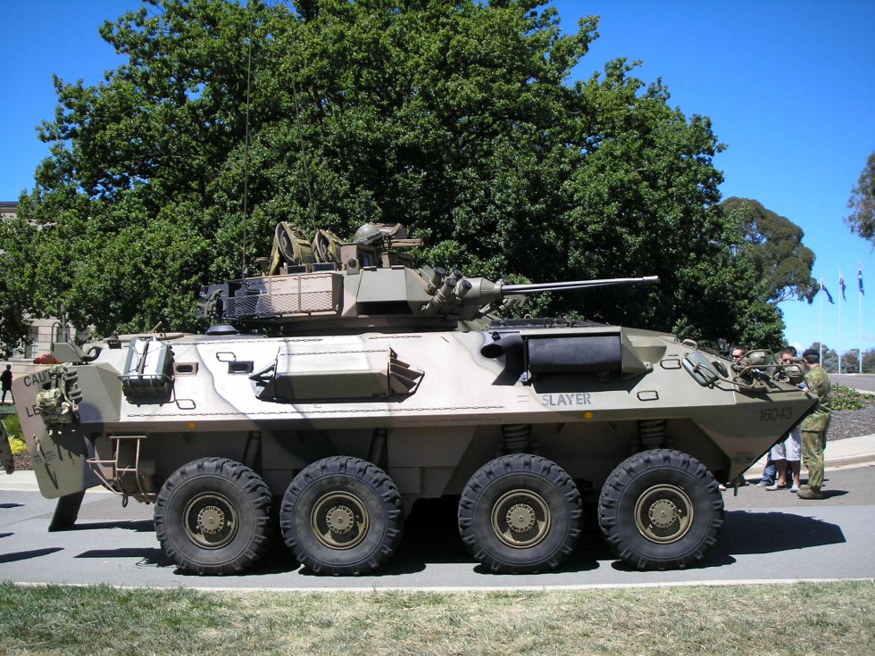 Side_view_of_an_ASLAV_at_the_AWM_in_March_2008.jpg