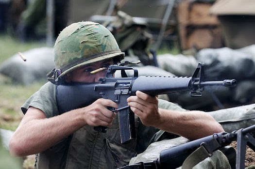 soldier-with-m16-rifle_pics216-21651.jpg