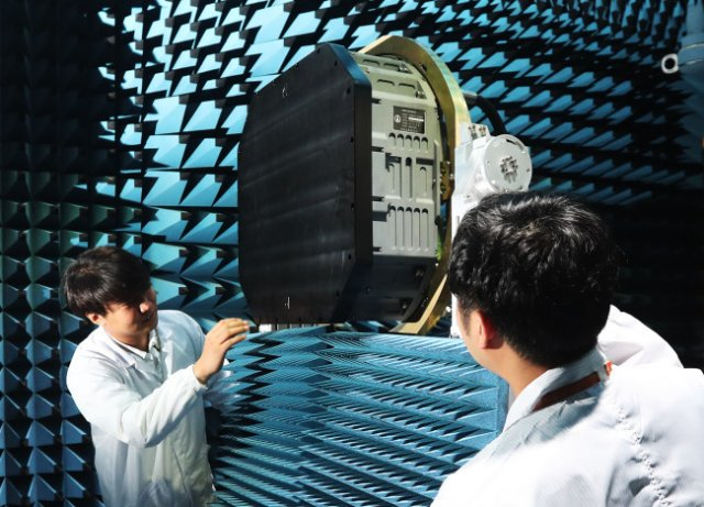 South_Korea_unveils_AESA_radar_prototype_for_homegrown_KF_X_fighter_projectjp_640_001.jpg