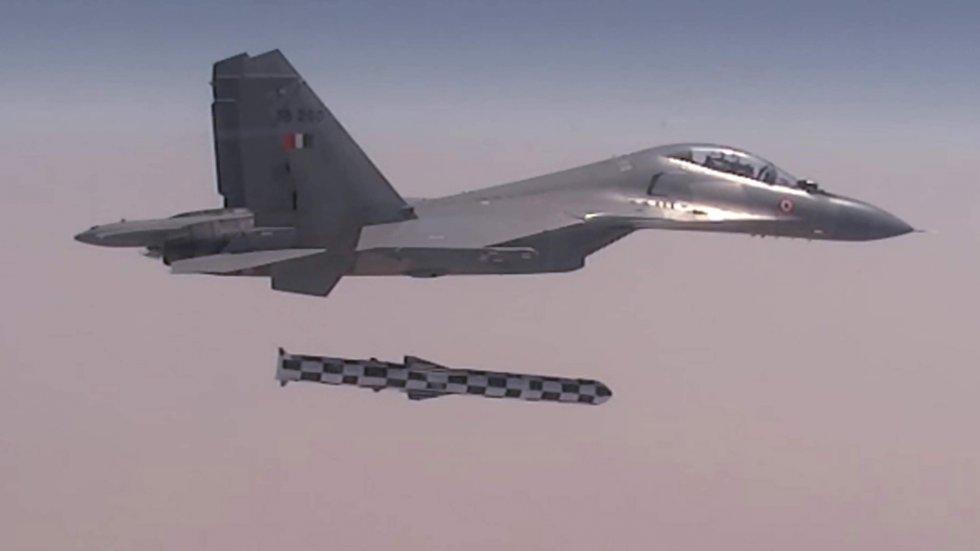 Su-30MKI-BrahMos.jpg