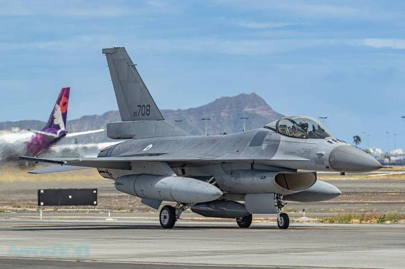 Taiwan_Air_Force_gets_upgraded_F-16s_and_test_fires_AIM-120_missiles.jpg