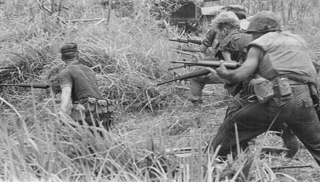 The-AK-47-and-the-M16-in-the-Vietnam-War.jpg